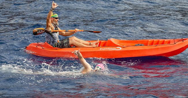 Desktop top swim sarah ferguson near canoe from above water