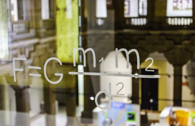 Desktop newton s gravitational force formula 1636624 1599x1033