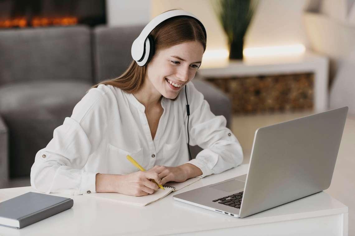 Desktop teacher talking with her students online  1