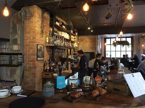 Framptons bar